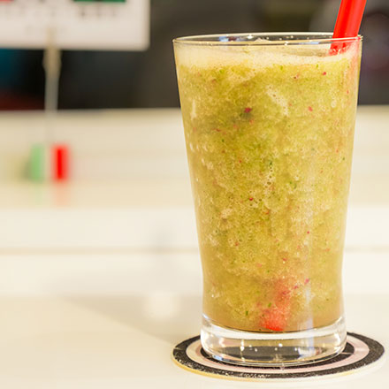 緑野菜と果物のジュース (675LT)